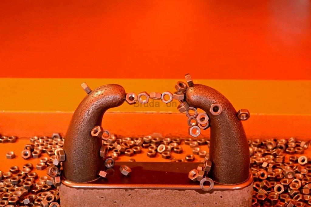 Magnete ziehen Eisen an